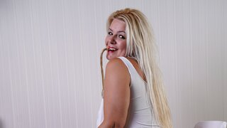 LadyWeBlond